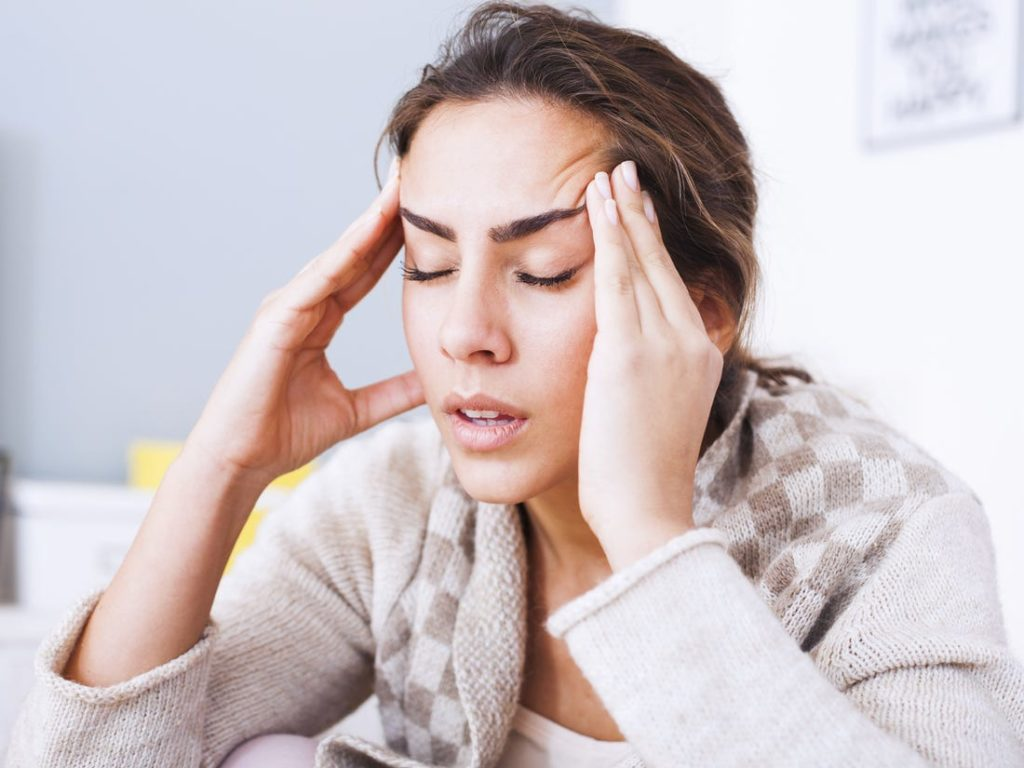 Chronic headache - Symptoms, causes, risk factors & complications