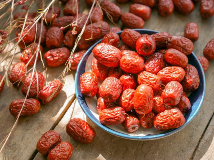 benefits of red dates and wolfberries drink