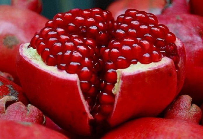 pomegranate for skin glow