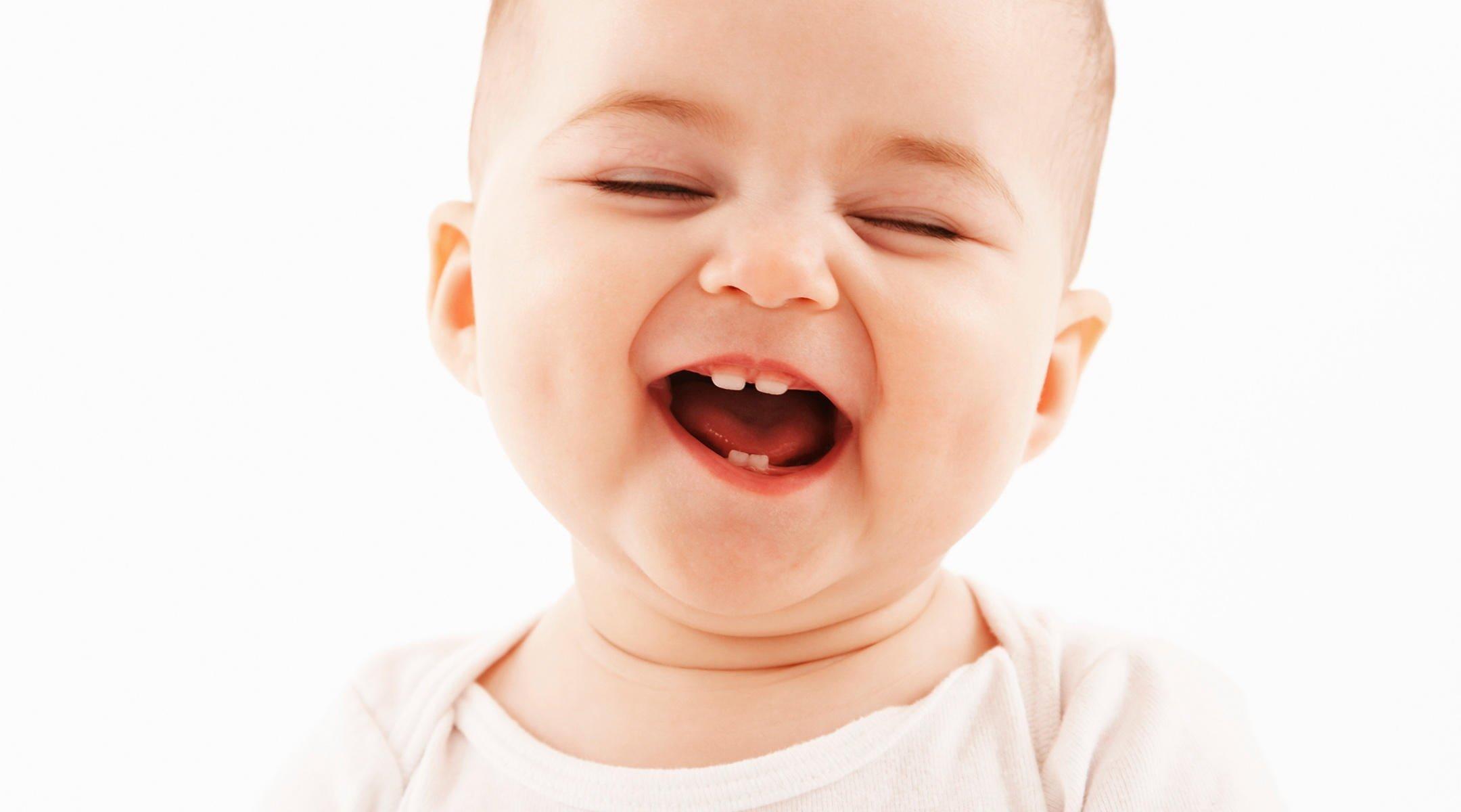 Признаки прорезывания зубов у грудничка 4 месяца - чем помочь малышу?